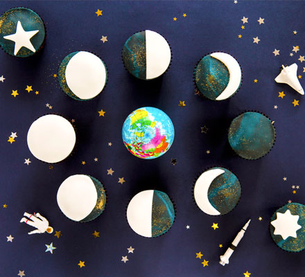 Moon cycle cupcakes