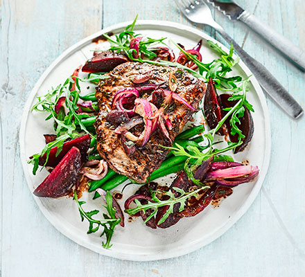 Balsamic beef with beetroot & rocket