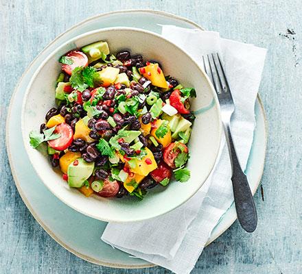 Guacamole & mango salad with black beans