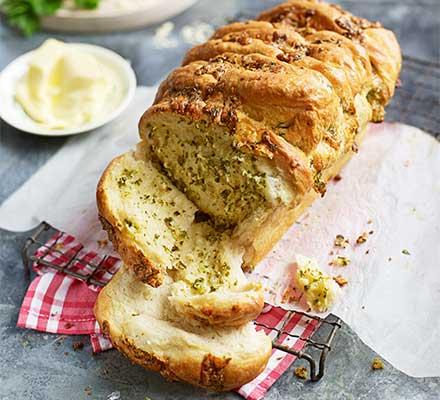 Cheese & garlic pull-apart loaf