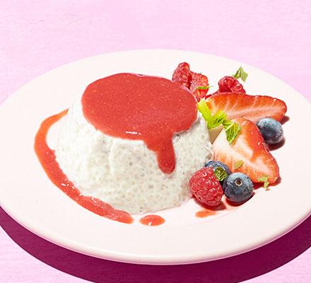 Chia & yogurt puddings with berries