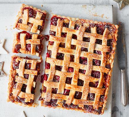 Mincemeat, cranberry & almond pie