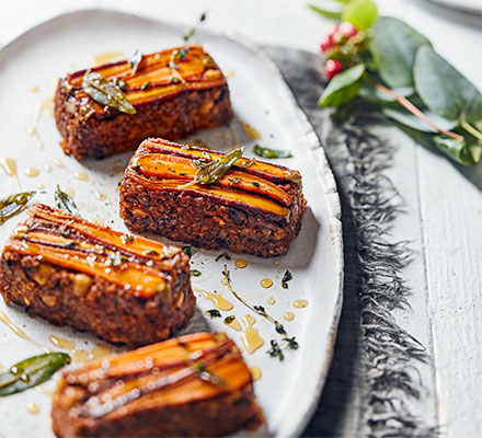 Mini nut roasts with candied carrots