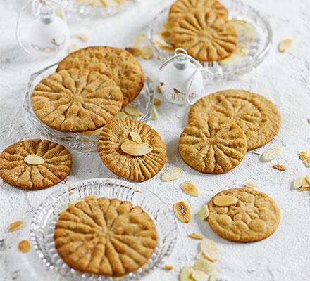 Spiced cookie wheels