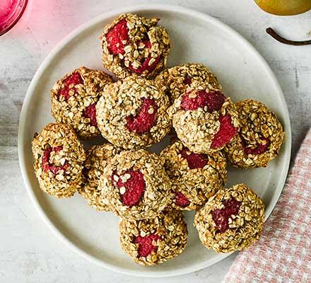 Raspberry, almond & oat breakfast cookies