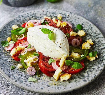 Tomato & mozzarella salad with tomato dressing