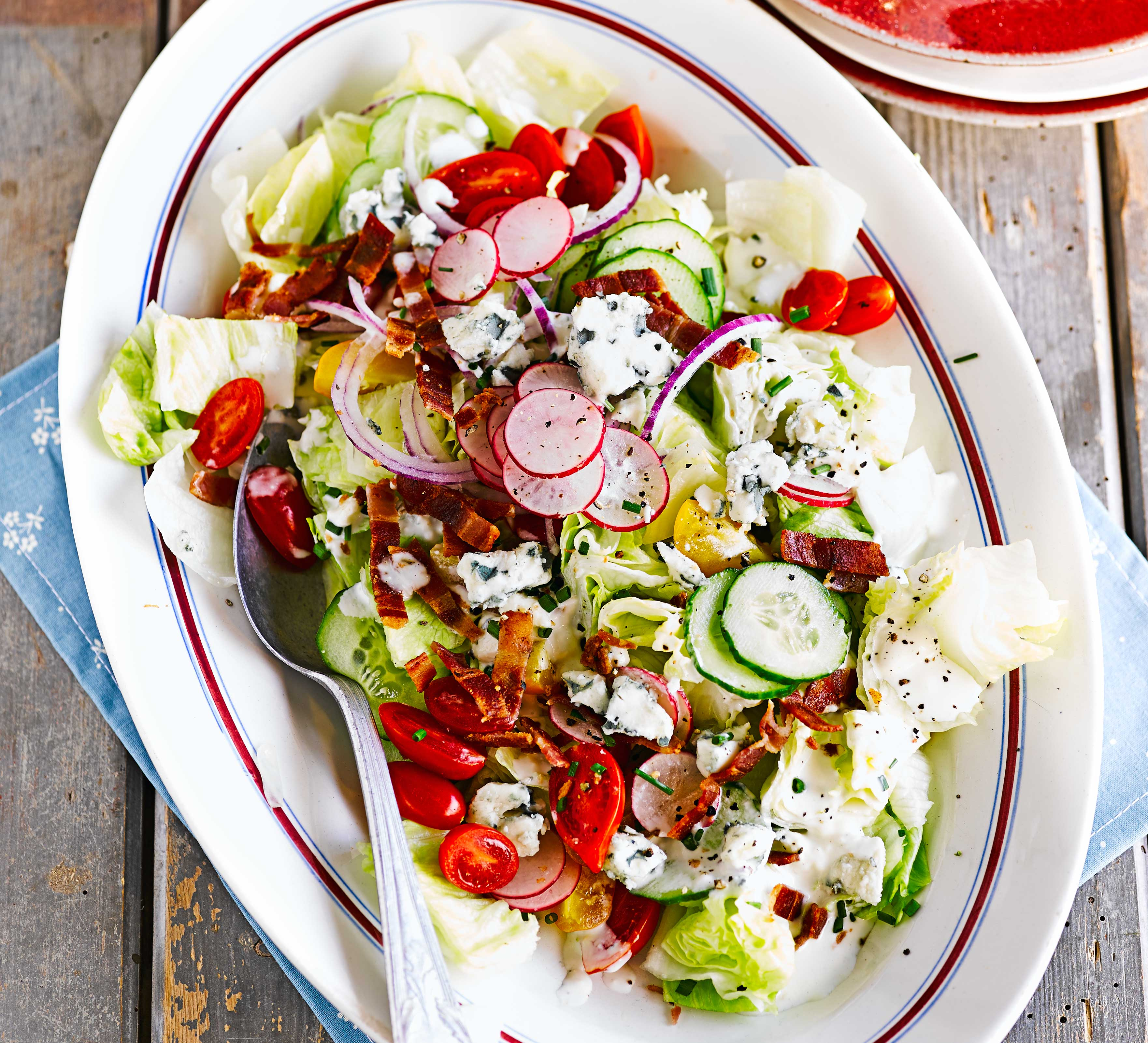Iceberg salad with Roquefort dressing & bacon