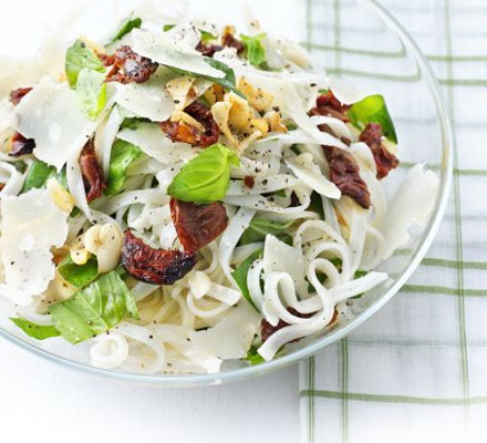Rice noodles with sundried tomatoes, Parmesan & basil