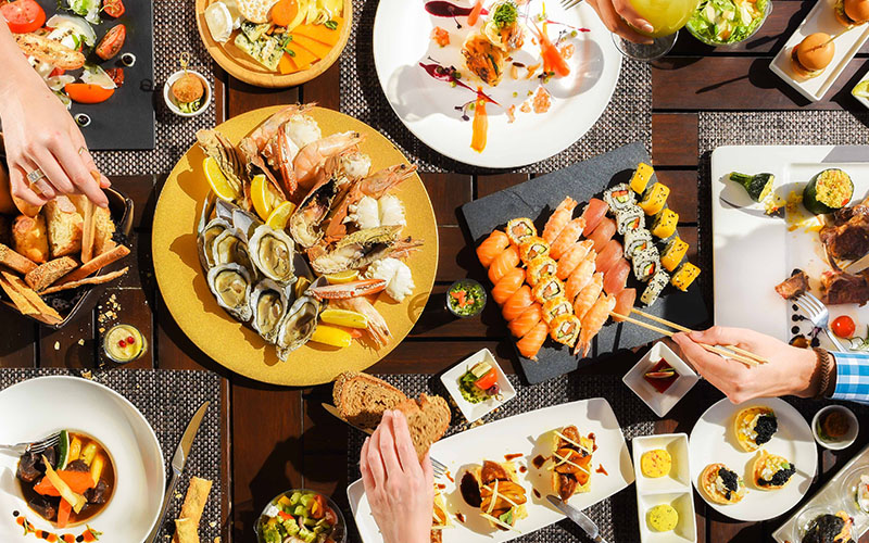 Fantastic Dubai brunch deal with FREE pool access