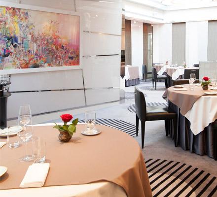 Table9 by Darren Velvick, Hilton Dubai Creek