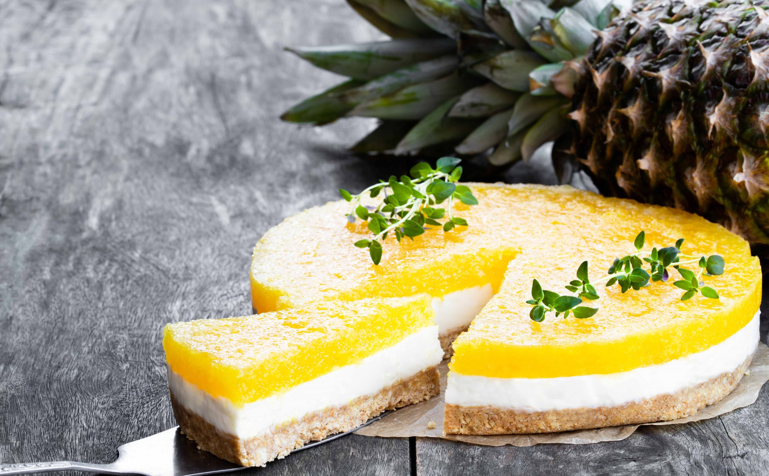 Mascarpone & pineapple cheesecake